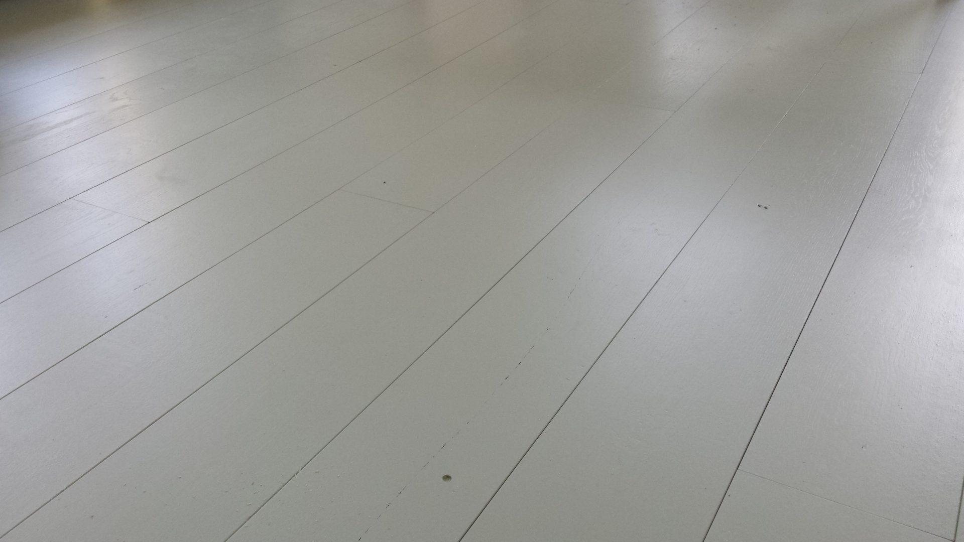 Lichtgrijze Houten Vloer : Grijs geschilderd houten vloer plankenland