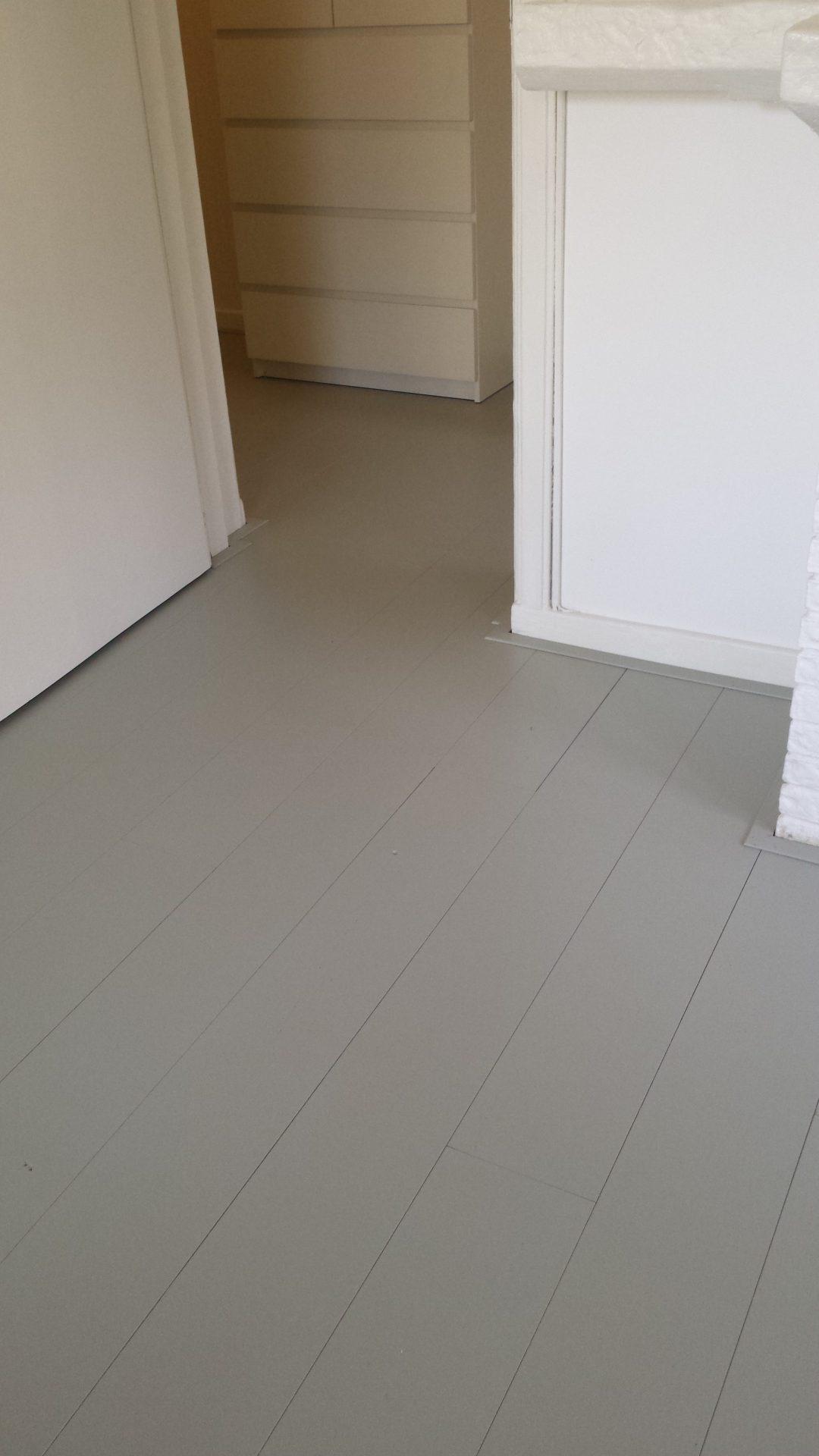 grijs geschilderde houten vloeren plankenland